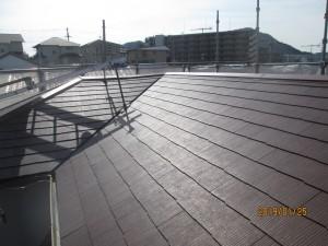 土葺き瓦は軽いスレートに葺き替える。