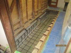 既存基礎が無筋の場合、鉄筋コンクリート基礎を抱かして補強する。