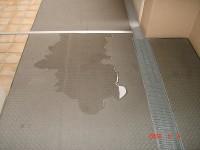 建物調査-廊下の水溜まり